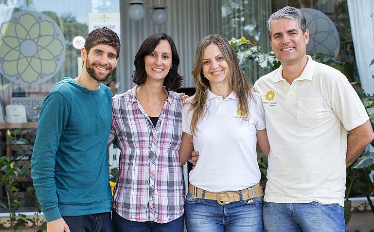 O casal feliz da vida, depois do papo com os empreendedores Karine e Maninho, da Reserva Penedo - Foto: Carol Lá Lach