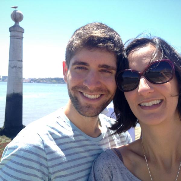 O casal com o Rio Tejo ao fundo e até uma gaivota