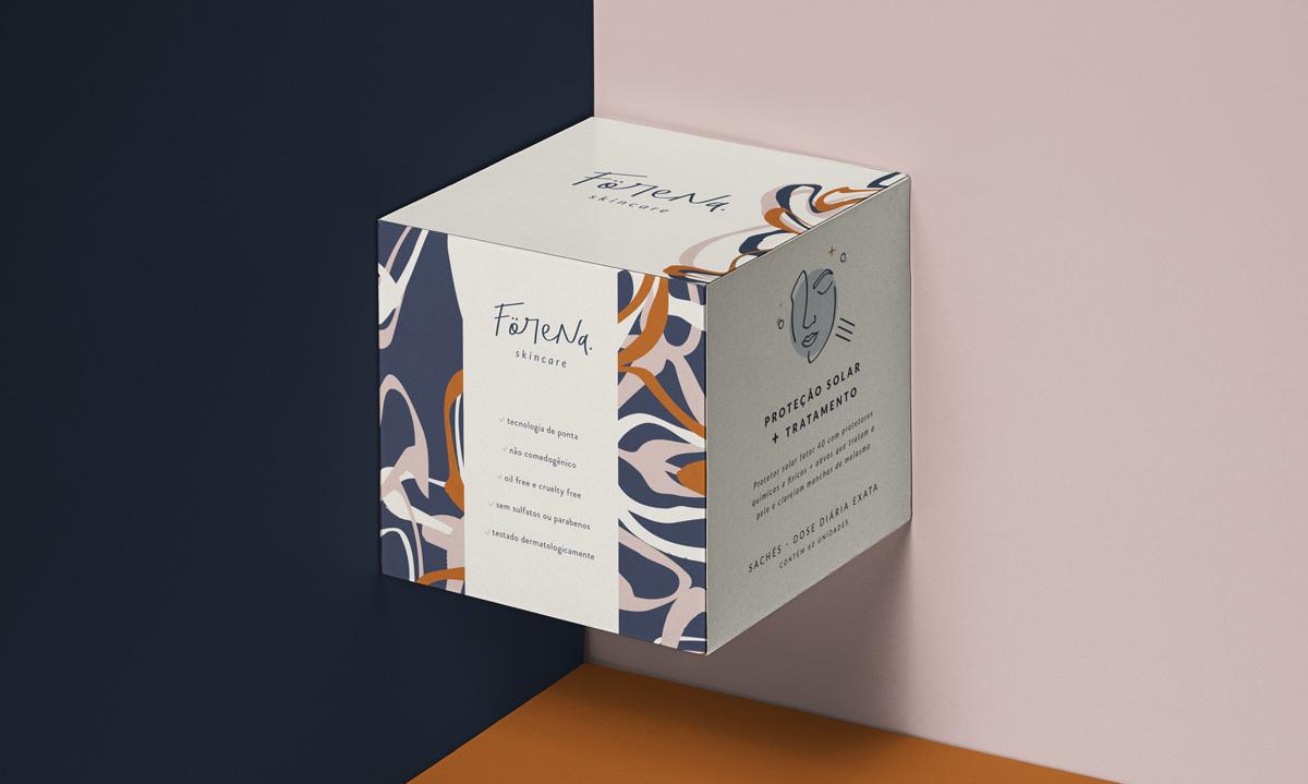 """O nome Förena é uma palavra sueca que significa """"unir"""", """"combinar"""", """"unificar"""", """"colocar junto"""". O foco, então, é na ideia que os produtos são uma combinação de muitos em um. Criação de Marca Apaixonante e Naming por carinhas.com.br)"""